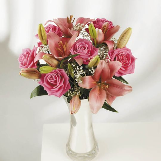 Roses and Lilies (AUS ONLY) Hamper