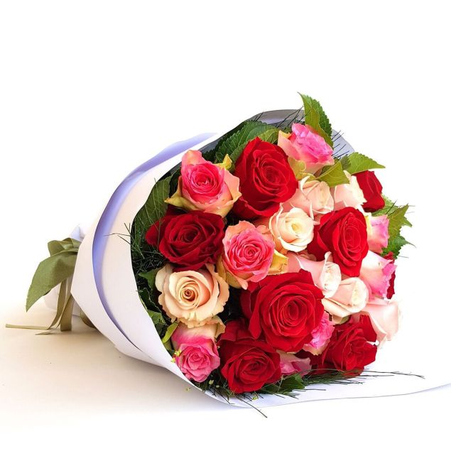 Variety Of Roses Flower Bouquet Hamper